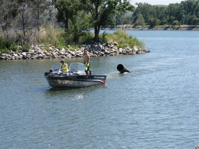 Volunteers Collect Trash at Missouri River